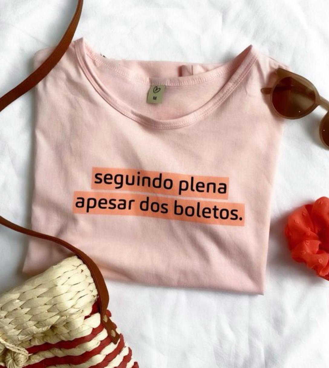 T-shirt SEGUINDO PLENA APESAR DOS BOLETOS