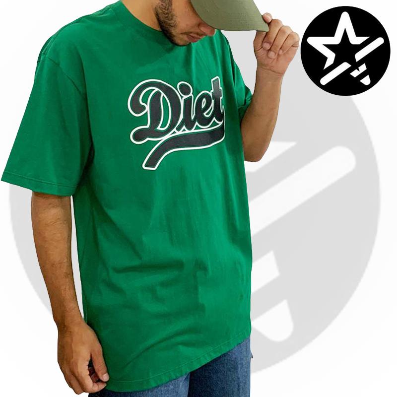 Camiseta Diet Skateboards - VERDE ESCRITA - G