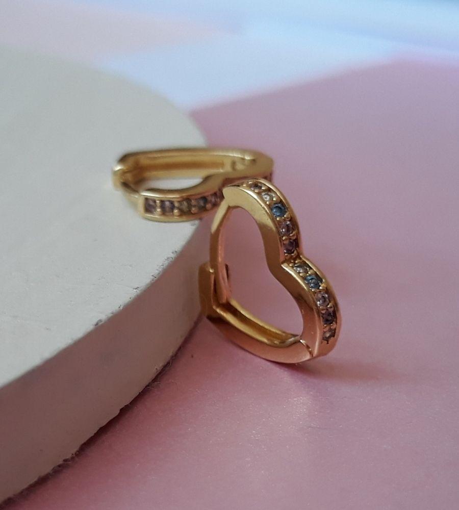 Brinco Argolinha de Coração Cravejada com Mircrozircônias Candy Collor - Banho de Ouro
