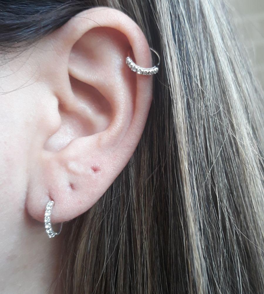 Brinco Cartilagem com 7 Zircônias  - Prata 925