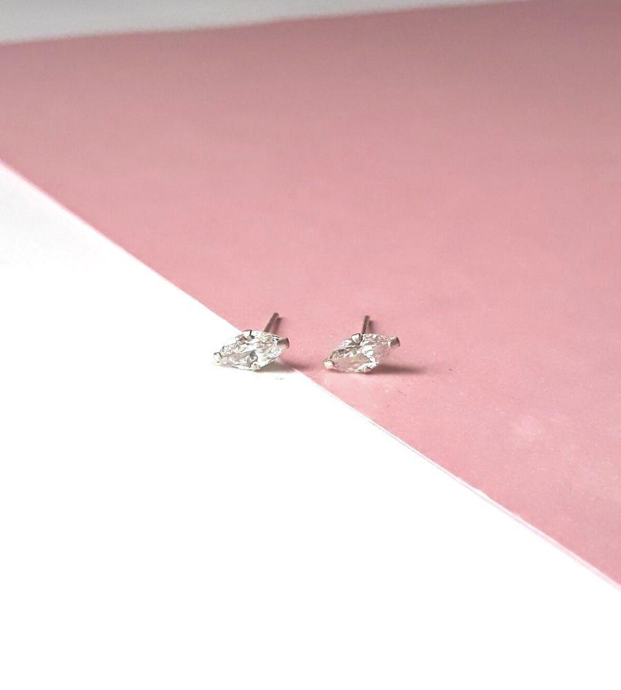 Brinco Navete Pequeno - Prata 925