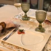 [OUTLET] Prato decorativo raso de cerâmica branca retangular G com contorno de coração - Cód. OUTOC411 [OUTLET]