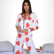 Pijama estampa de coração vermelho e fundo branco manga longa G. Cód. OC500