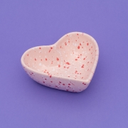 Pote formato coração de cerâmica alto 300ml granito rosa. Cód 119-317