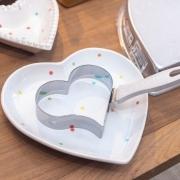 Prato em formato de coração fundo com estampa poá colorido M. Cód. 116-315M