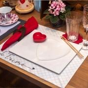 Prato formato coração decorativo raso de cerâmica branca retangular M com contorno de coração - Cód. OC410