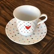 Xícara de chá amor colorido com pires. Cód. OC450