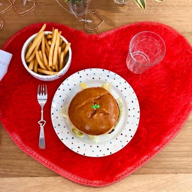 Brinde nas compras acima de R$ 500,00 - Tapete formato coração de pelúcia
