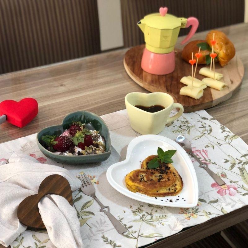 Cafeteira Italiana 150ml tampa coração - Verso e Cor. Cód 31326