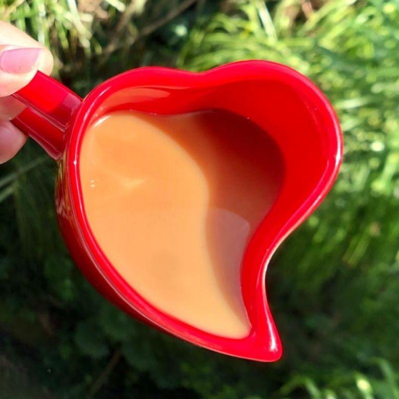 Caneca formato coração de cerâmica 300ml design vermelha - Cód. EROC453