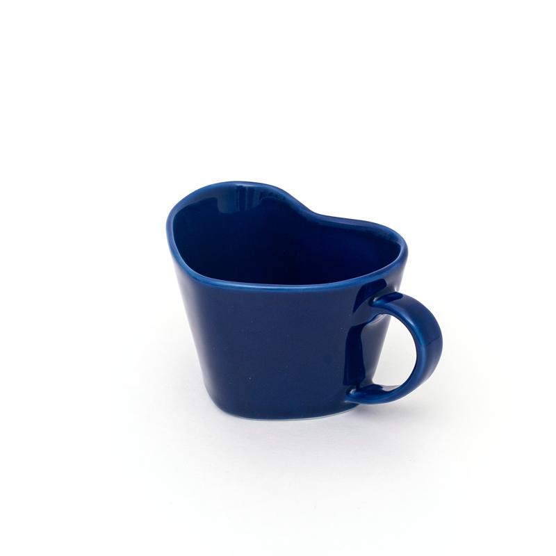 Caneca formato coração de porcelana azul cobalto 150ml. Cód OC218