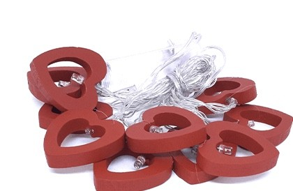 Cordão de led decoraçãco com coração de madeira vermelho - Cód.0194