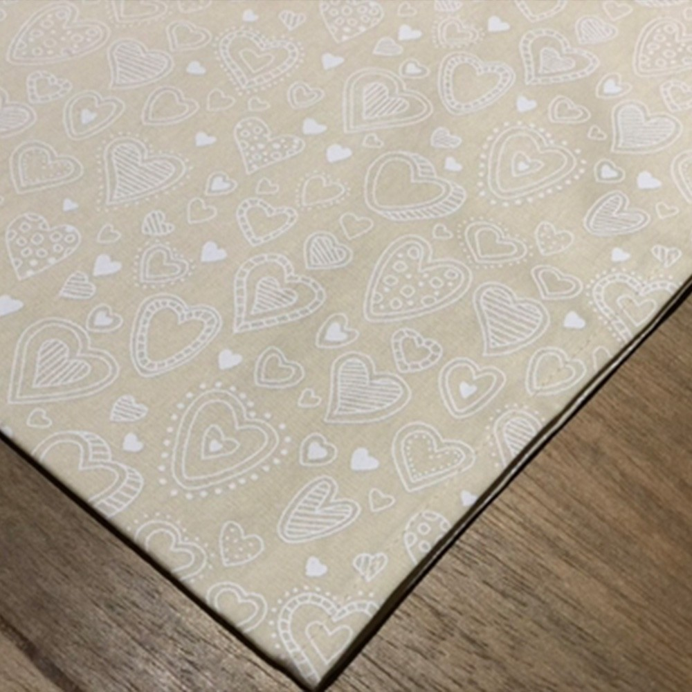 Guardanapo de tricoline  45cm x 45cm creme com mini coração branco variado - Cód. OC217