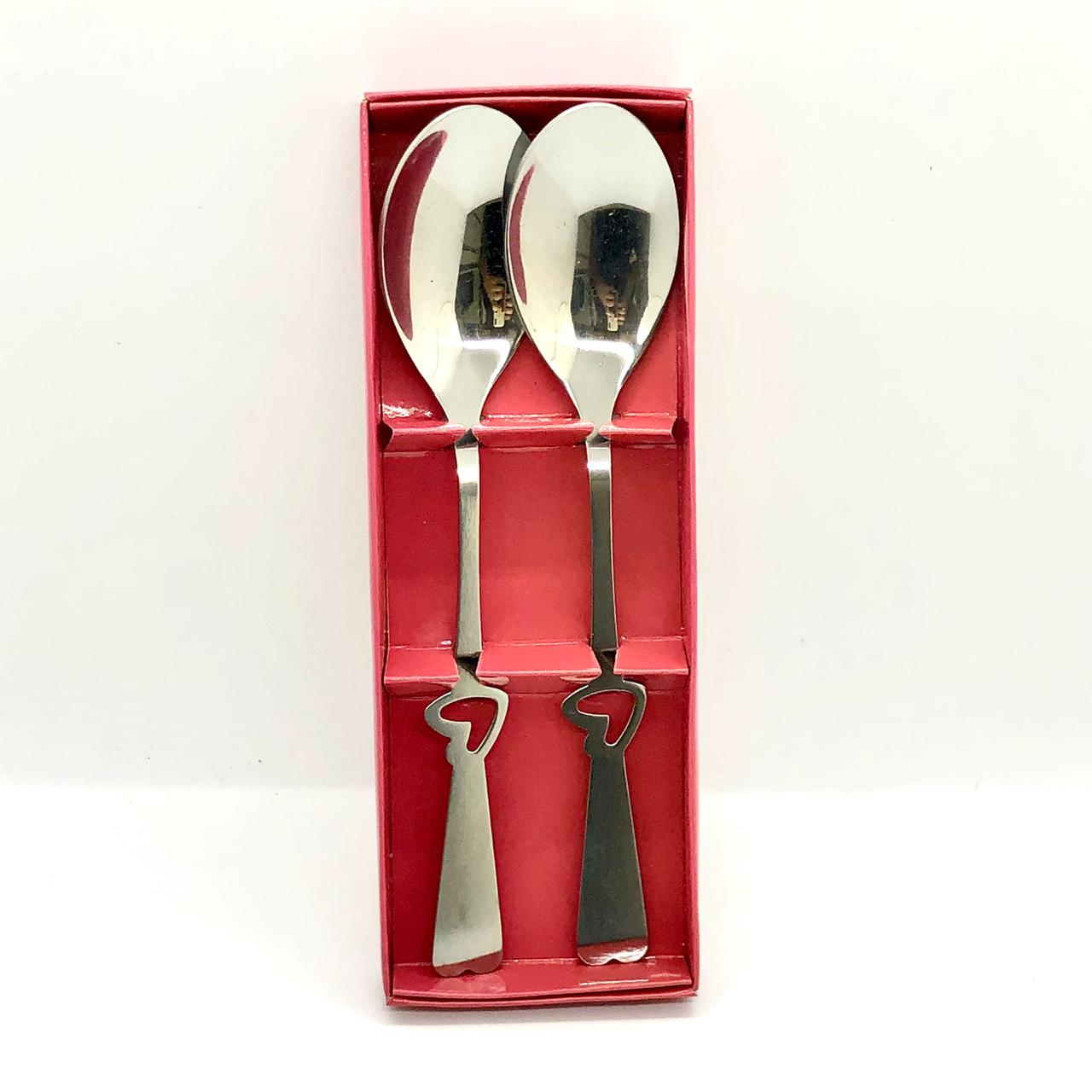Kit com 2 und colheres de sopa com cabo design coração de aço inoxidável. Cód. OC428
