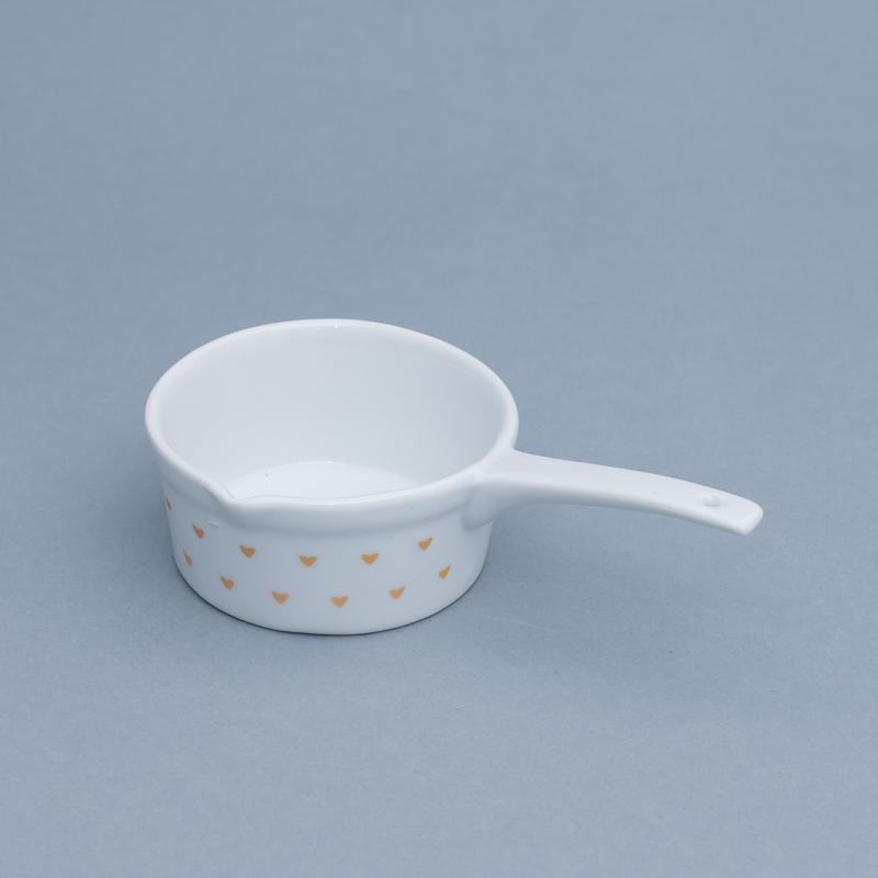Mini panela de porcelana branca com coração dourado - Cód.OC234