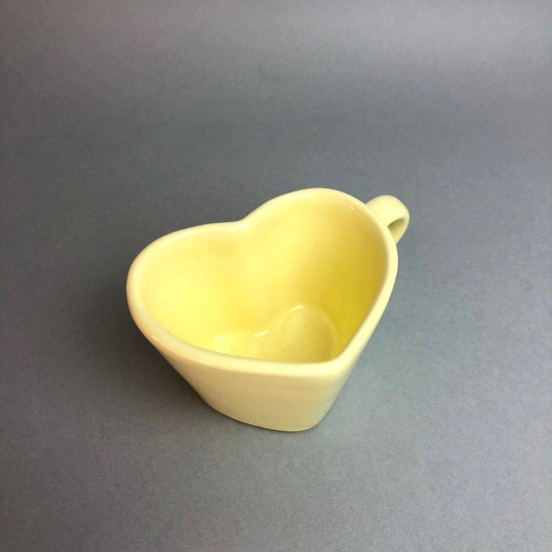 [OUTLET] Caneca formato coração de cerâmica 150ml design amarela bebê - Cód. OUTEROC462 [OUTLET]