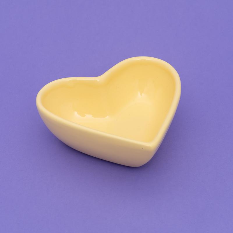 Pote formato coração de cerâmica alto 300ml amarelo candy. Cód 92-317