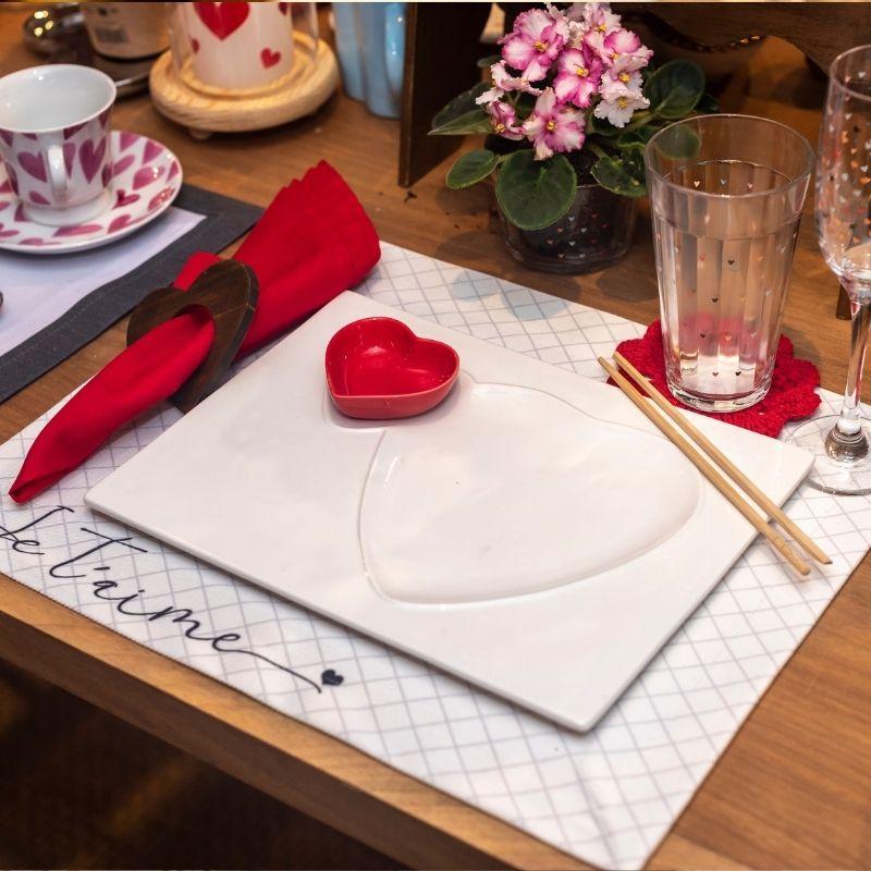 Pote formato coração de cerâmica fundo vermelho 50ml - FY5333