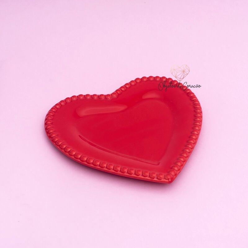 Prato formato coração borda de bolinha de cerâmica vermelha. Cód. 75-850M