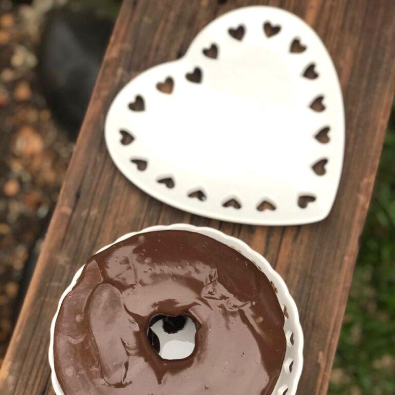 Prato formato coração de cerâmica com corações recortados na borda G. Cód.8370
