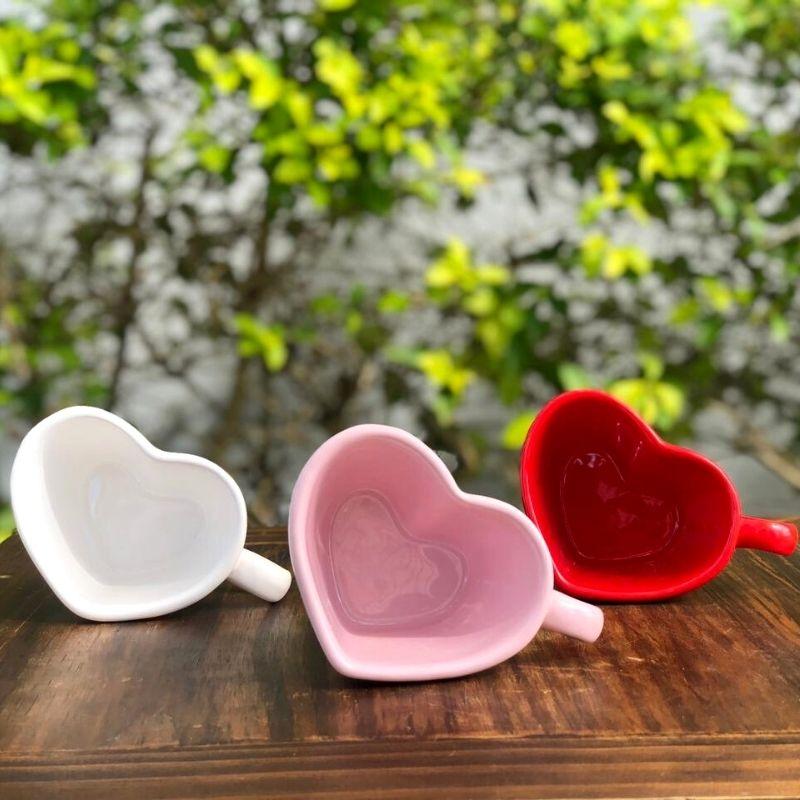 Caneca formato coração de cerâmica 150ml design branca - Cód. EROC447