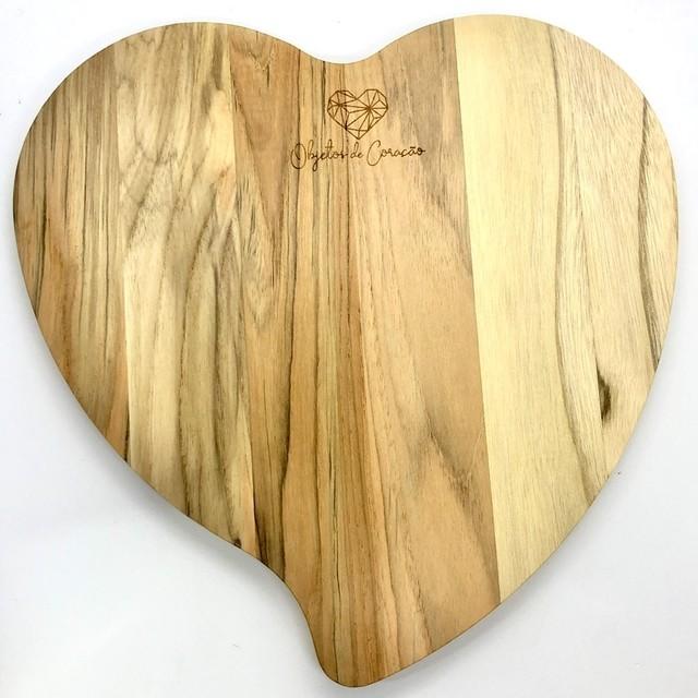 Tábua de madeira teca formato coração 30cm x 27,5cm Tramontina Exclusiva para Objetos de Coração - Cód. 13484052