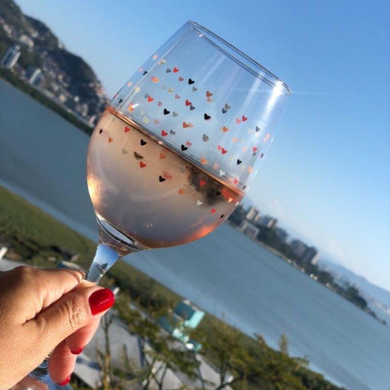 Taça de vinho 490ml com Mini Corações - Cód. 1057