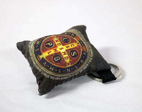 Chaveiro Almofadinha - Medalha de São Bento