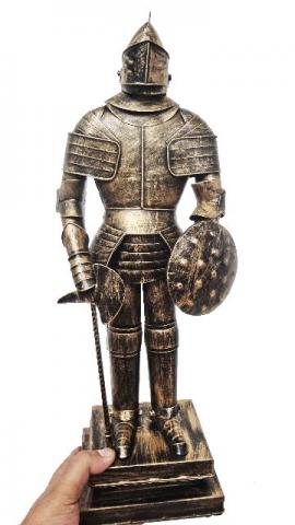 Guerreiro Medieval Estatua De Lata Vintage (CJ-023)