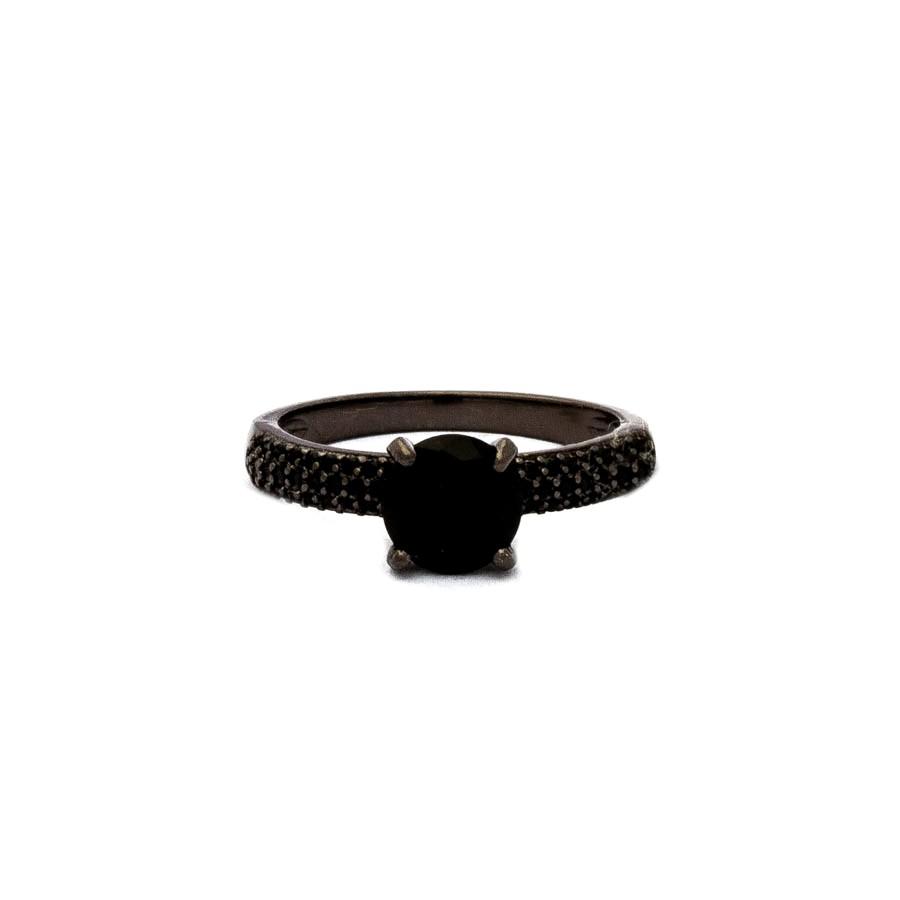 Anel solitário cravejado banhado em ródio negro
