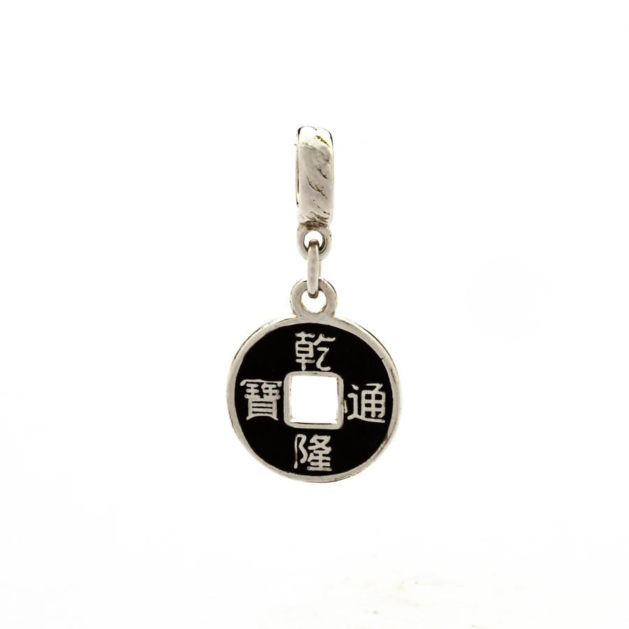 Berloque Moeda Feng Shui Banhado Ródio Branco
