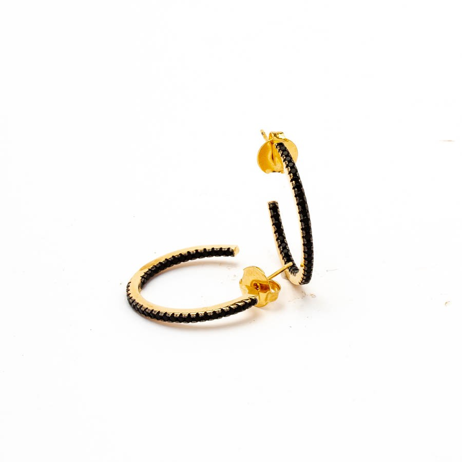 Brinco argola cravejada invertida preta banhado ouro 18k