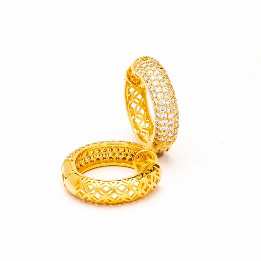 Brinco argola cravejado zircônia banhado ouro 18k