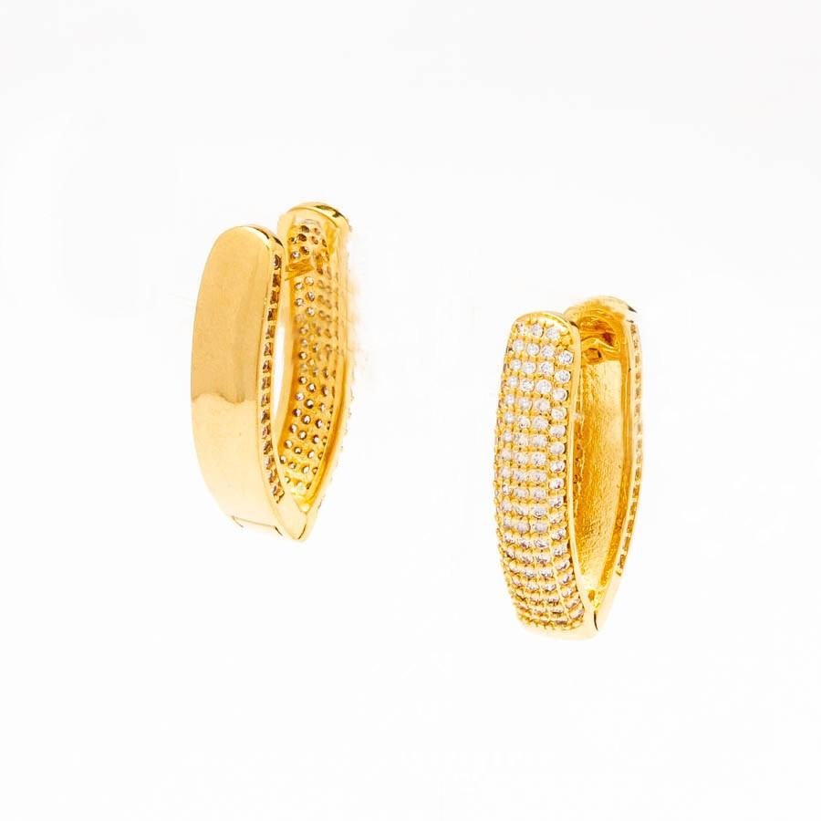 Brinco clic oval cravejado zirconia ouro 18k