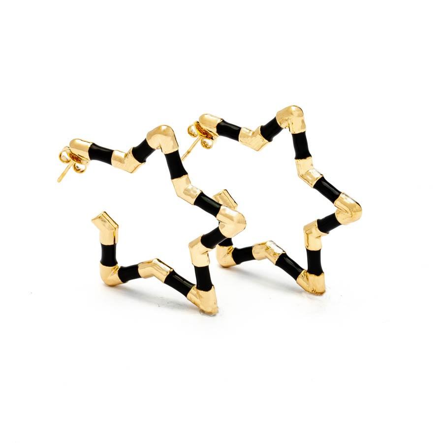 Brinco estrela  médio resina  preto banhado ouro18k