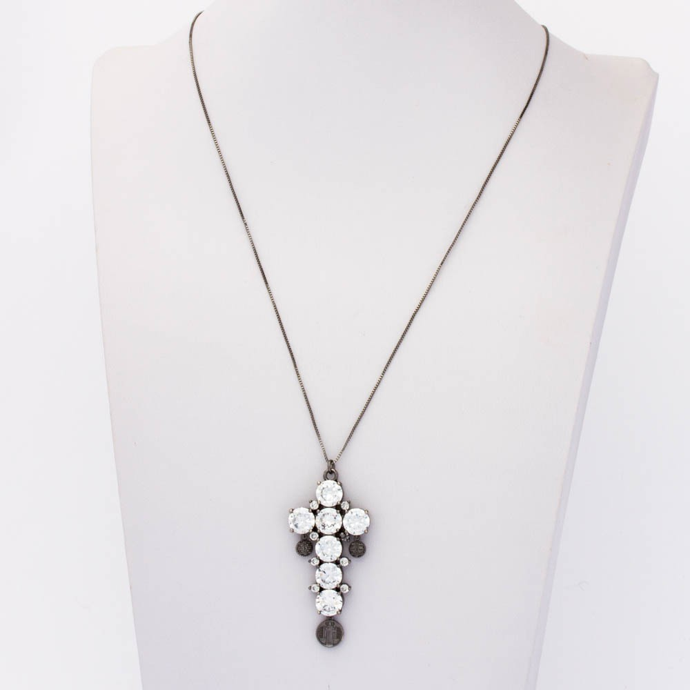 Colar veneziana  cruz cristal colors com 3 medalhas banhada em ródio negro