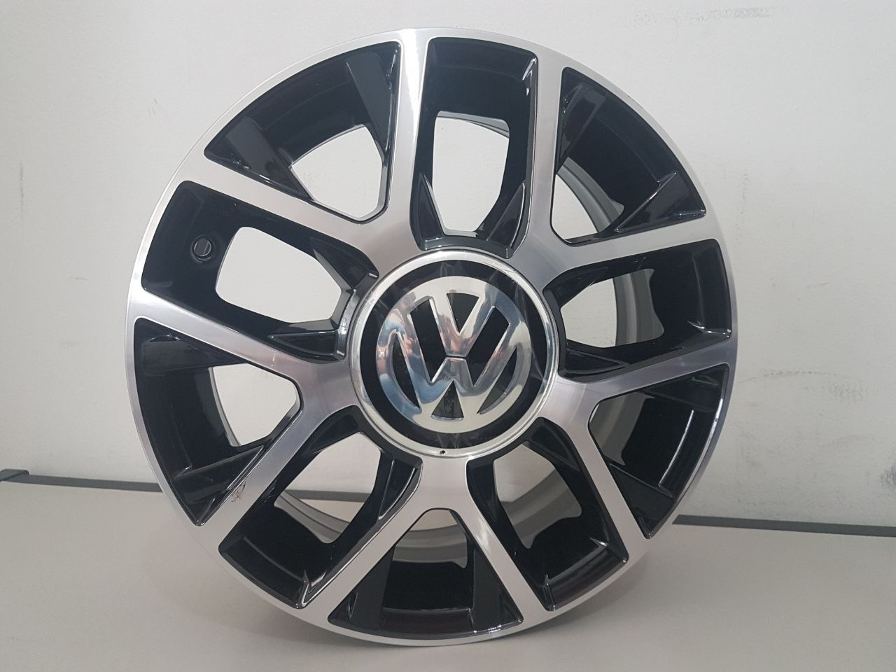 JOGO DE RODA VW CROSS UP ARO 15