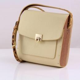 Bolsa couro Armazem RR Bijoux com lateral em madeira média alça animal print melão