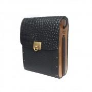 Bolsa couro Armazem RR Bijoux com lateral em madeira pequena preto