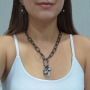 Colar curto Armazem RR Bijoux corrente cadeado e cristal grafite