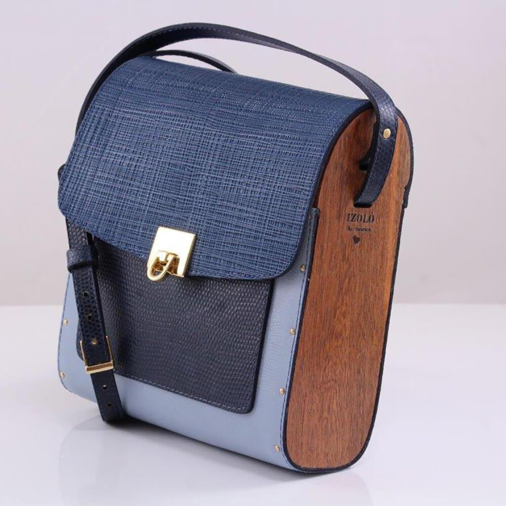 Bolsa couro Armazem RR Bijoux com lateral em madeira média azul