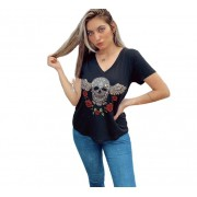 Camiseta Caveira bordada paete preta