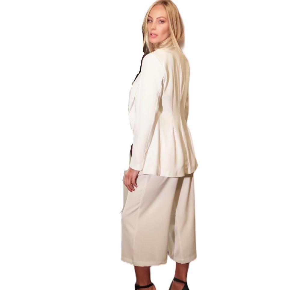 Conjunto Blazer e calça pantacourt branco