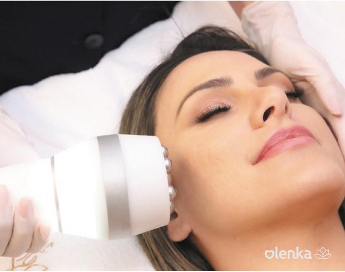 Radiofrequência facial com hidratação booster.
