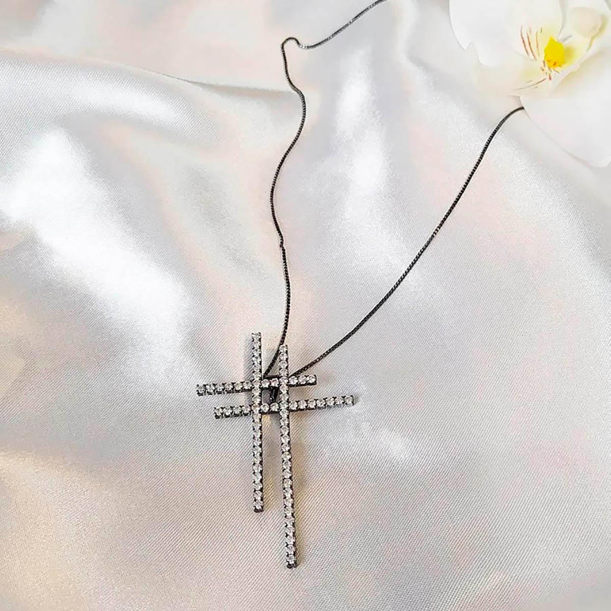 Colar cruz dupla cravejada em zirconias