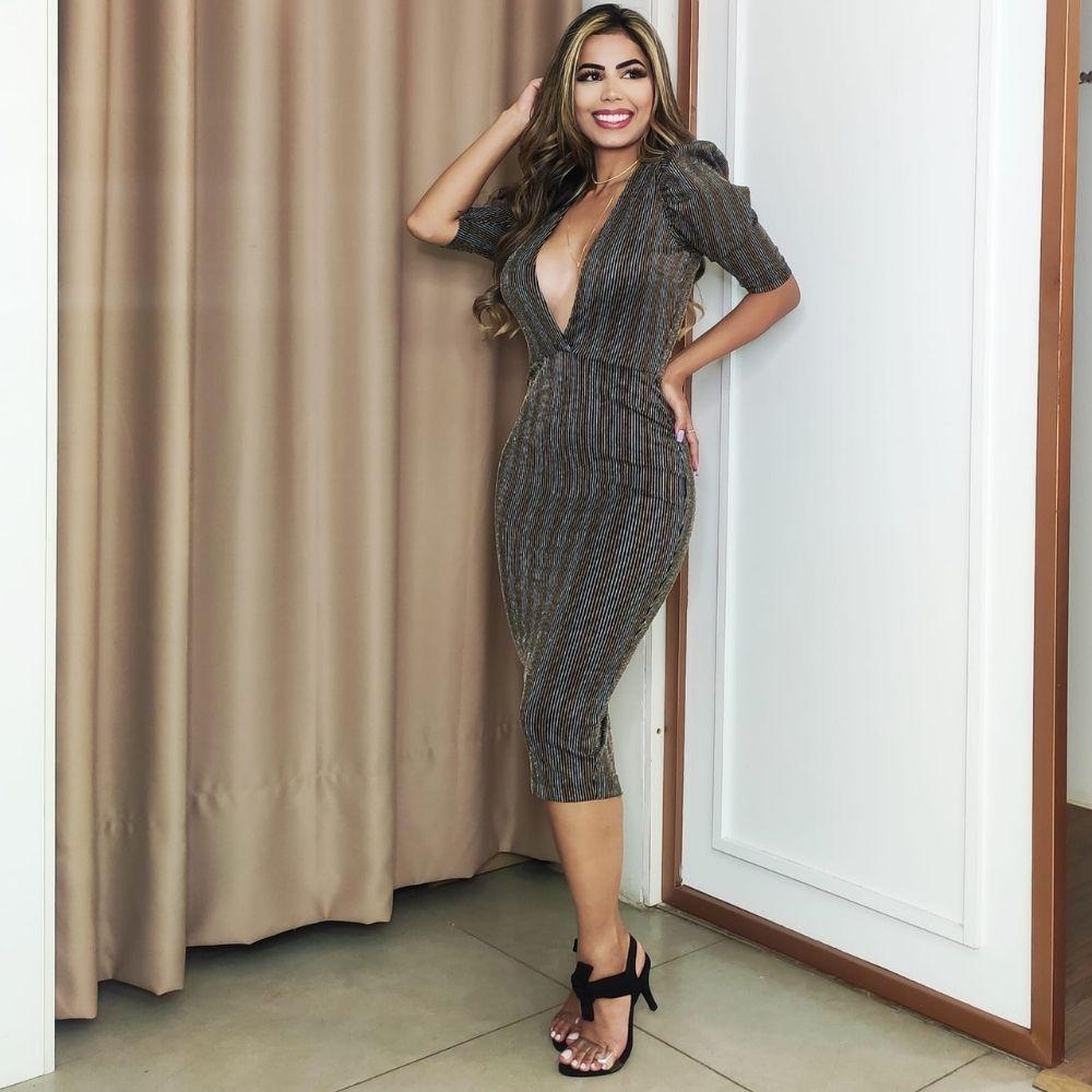 Vestido feminino midi decote em V lurex listrado