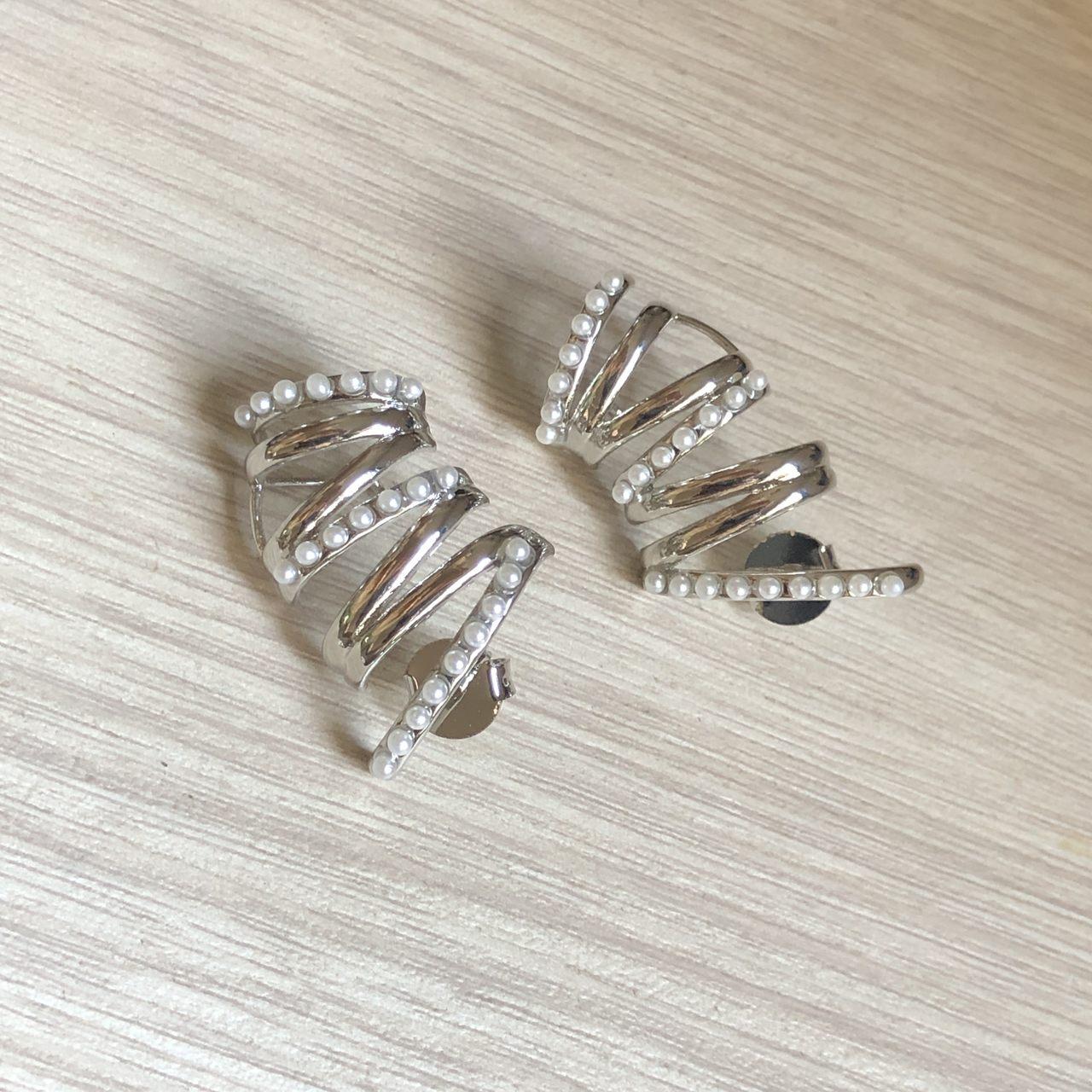 Brinco Ear Cuff Linhas Mini Perolas Ródio Branco