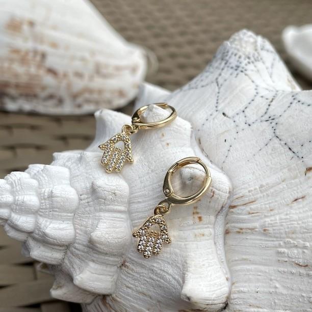 Mini Argola Mão Cravejada Banho Ouro