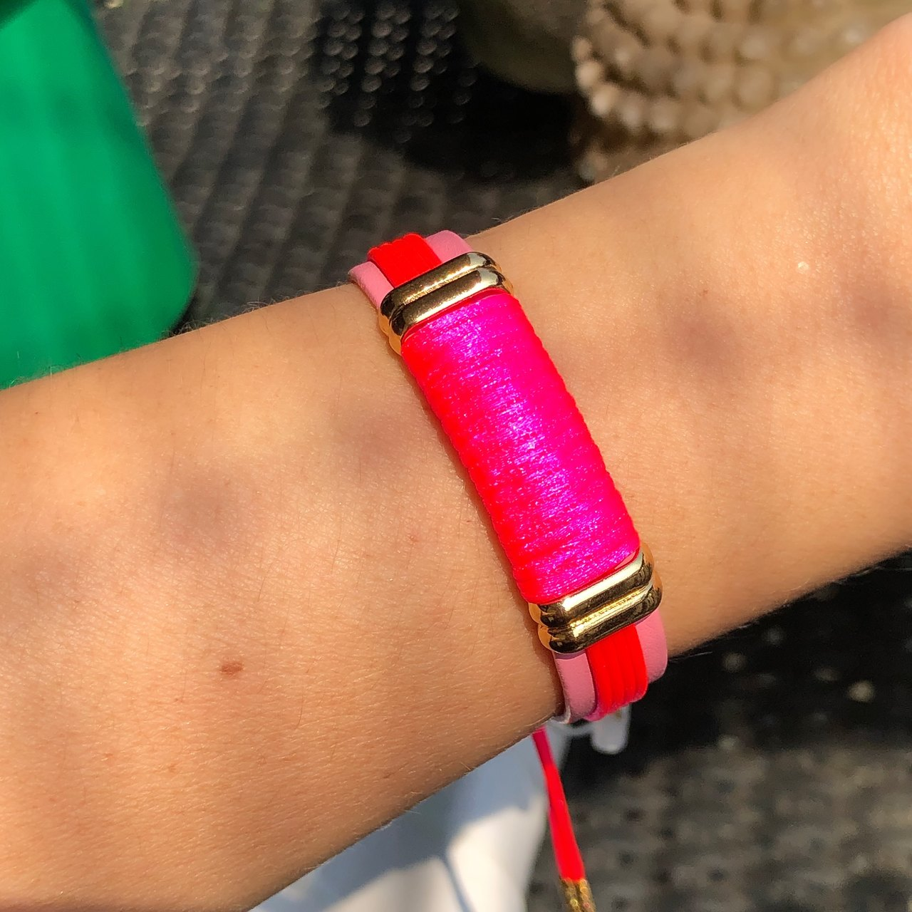 Pulseira Ajustável Couro Pink Neon Banho Ouro