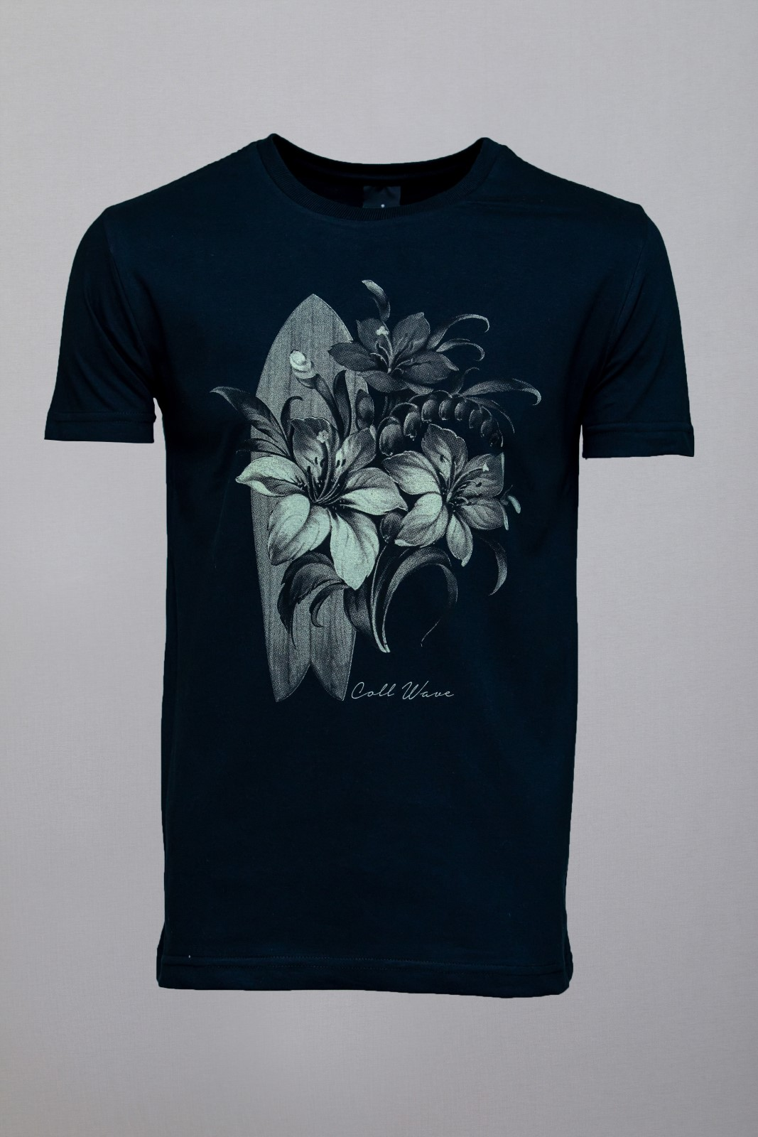 Camiseta CoolWave Surfboard and Flowers